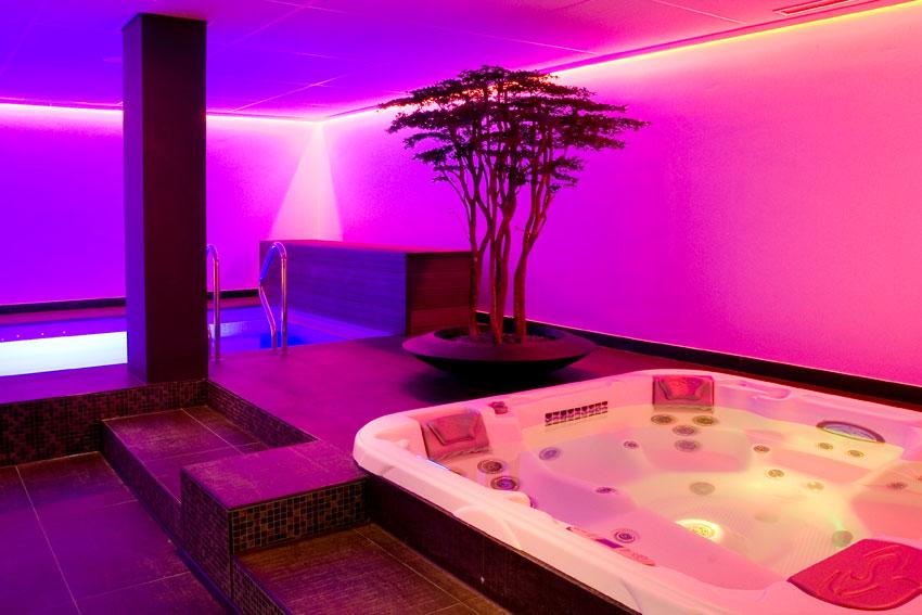 Prive Sauna Zwembad.Mist City Spa Prive Sauna Glamour Finse Sauna Jacuzzi Tilburg